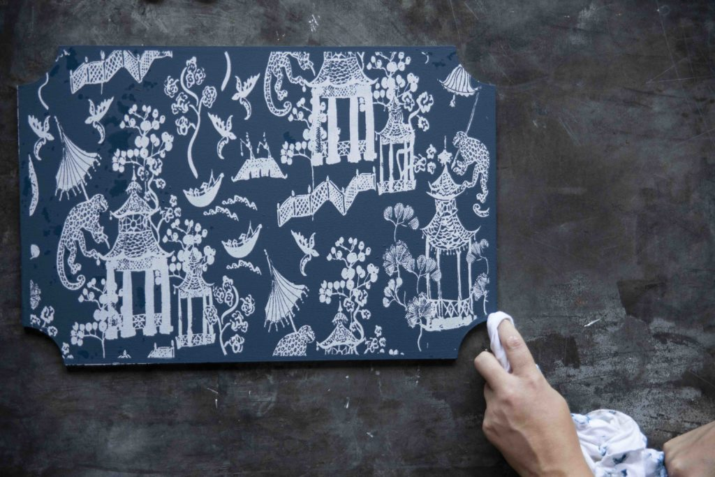 Wish you could have vintage chinoiserie placemats? Make your own with mat boards, Gel Art Ink, and A Makers' Studio toile stencils. See how with this chinoiserie patterned placemats tutorial.